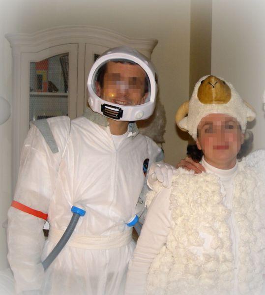 Sp cial mardi gras d guisement de mouton et d astronaute - Deguisement minion fait maison ...
