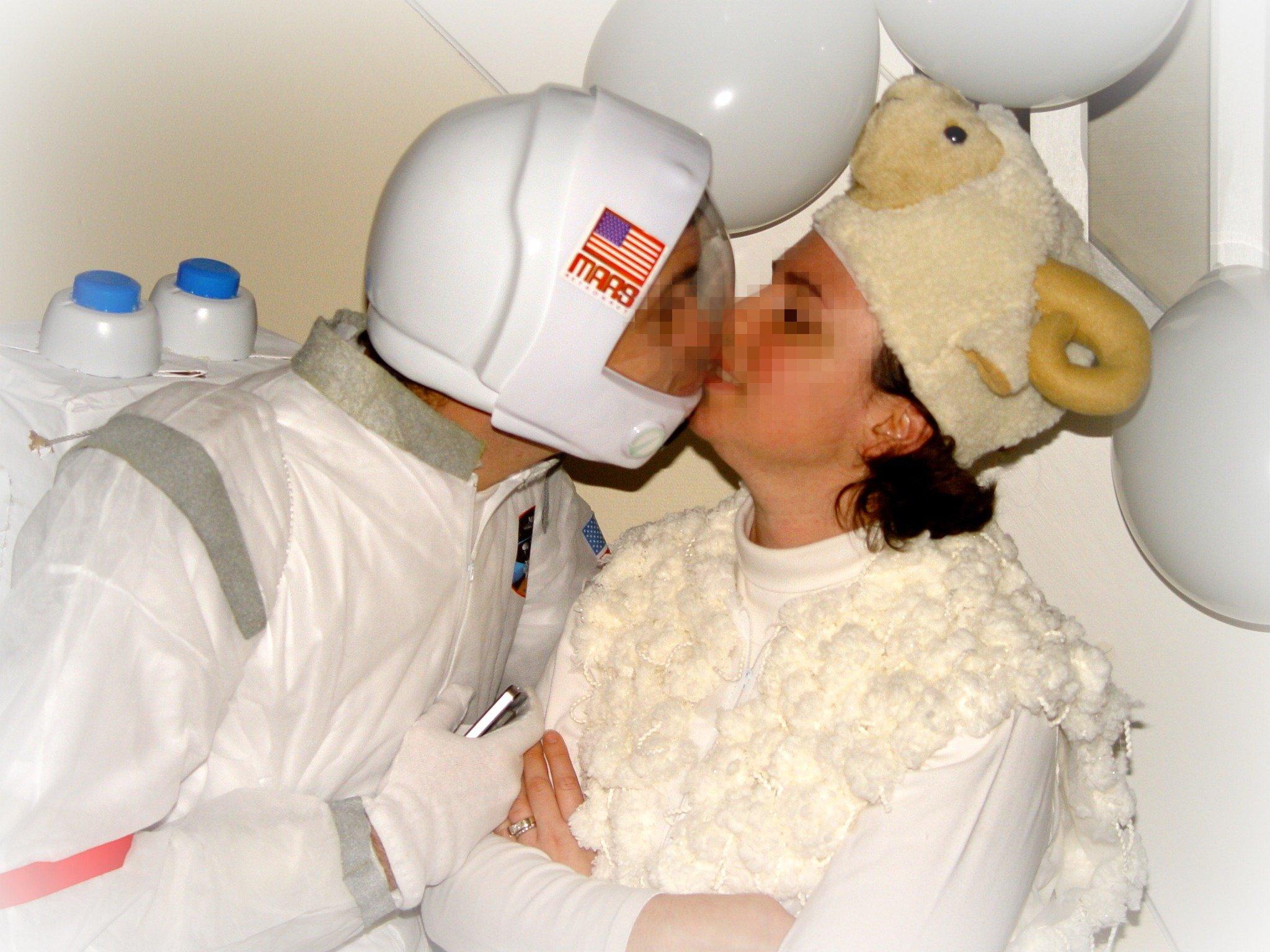 Sp cial mardi gras d guisement de mouton et d astronaute - Deguisement sorciere fait maison ...