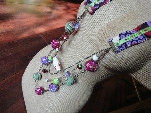 Collier textile, perles de laine... commande spéciale... dans bijoux en couleur... DSC07838-300x225